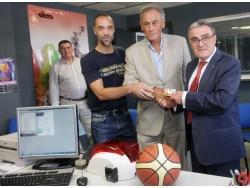 Àngel Ros renova el carnet de soci del Força Lleida.