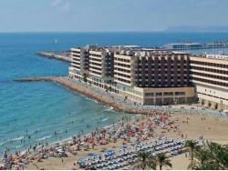 HOTELES FRENTE A UN MAR DE LUZ